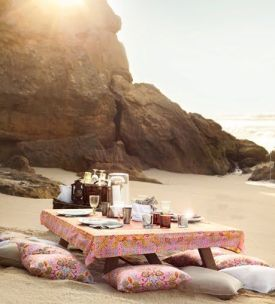 This looks beautiful but the amount of work it would take to set this up would ruin the simple pleasure of picnicking at the beach.