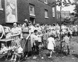 polio-vaccine-line-1956-chicago